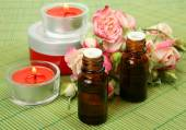 Aromatic oil and roses — Stock Photo