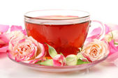 Tea cup and roses — Stock Photo