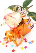 Gift ,rose and  confetti — Stock Photo