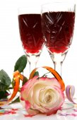 Glasses of red wine, rose and  confetti — Stock Photo