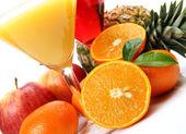 Zralé ovoce a šťávy — Stock fotografie