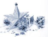 Brinnande ljus och Christmas Ornament — Stockfoto