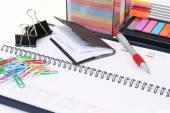 Akcesoria biurowe i kalendarz — Zdjęcie stockowe