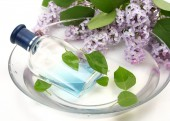 Cologne and lilac flowers — Stock Photo