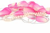 Pink rose petals and pearls — Stock Photo