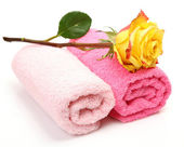 Olled towels with yellow rose — Stock Photo