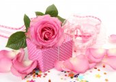 Pink Roses and a box with gift — Stock Photo
