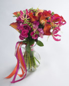 Bouquet of calla lilias and roses — Stock Photo