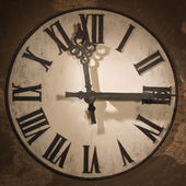 Rosto grande relógio antigo — Fotografia Stock