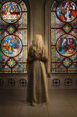 Sinner prays in a church — Stock Photo