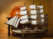 Model sailing ship and old globe — Foto Stock