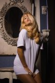 Hot woman in white t-shirt posing in gothic interior — Foto de Stock
