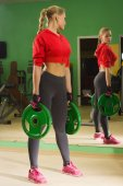 Fit female training in gym — Stock Photo