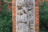 Statues on the brick column in the garden — Foto de Stock
