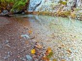 Autumn mountain lake — Stock Photo