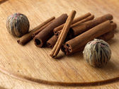 Tea and cinnamon — Stock Photo