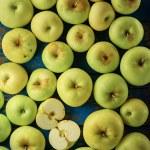 Green apple — Stock Photo #80646758