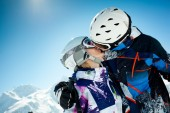 Young couple inwinter vacation — Photo