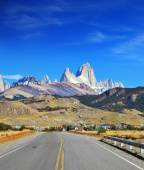 Excellent highway in El Chalten — Stock Photo