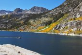 Autumn mountains and sky-blue river — Stock Photo