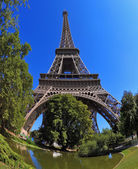 Huge and beautiful Eiffel Tower — Stock Photo