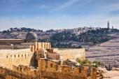 The Al-Aqsa Mosque and the Muslim minaret — Stock Photo