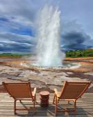 Geyser Strokkur in Iceland with  chairs and table — Стоковое фото