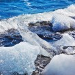 Floating ices Yokulsaurloun lagoon — Stock Photo #63972047