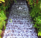 Picturesque cascading waterfall — Stockfoto