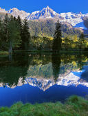Snowy mountain resort of Chamonix — Stock Photo