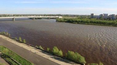 桥胜利六十周年之际的名字命名。鄂木斯克。俄罗斯. — 图库视频影像