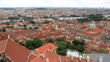 Historical center of Prague (View from the tower of Saint Vitus Cathedral). — Stock Video