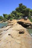 Stone ledge into the Aegean Sea. — Stock Photo