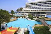 Water park and pool at Porto Carras Sithonia. — Stock Photo