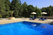 Parasols by the pool Porto Carras Meliton. — Stock Photo