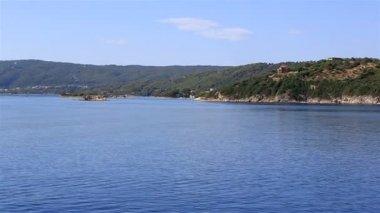 Costa da península Sithonia. Norte da Grécia. — Vídeo stock