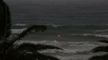 Tempestade no mar Egeu. Península de Sithonia. Norte da Grécia. — Vídeo stock
