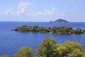 Kelyfos Island on the horizon of Aegean Sea. — Stok fotoğraf