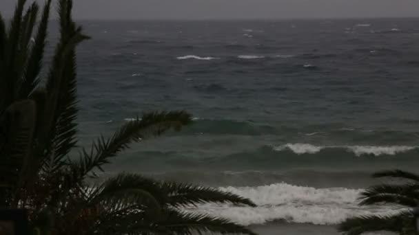 Tormenta en el mar Egeo. Península de Sithonia. Norte de Grecia. — Vídeo de stock