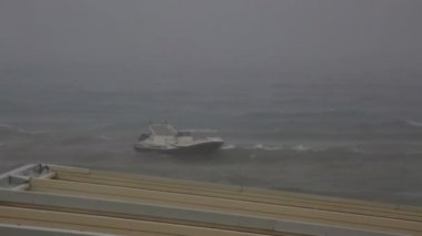 Boat on a leash in stormy Aegean Sea. — Stock Video