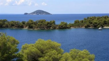Picturesque bay and turtle island in Aegean Sea. — Stock Video
