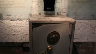 Receptacle with yeast in a safe. Excursion to the Guinness Storehouse — Stock Video
