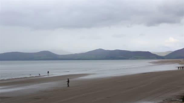 Playa en el océano Atlántico. — Vídeo de stock