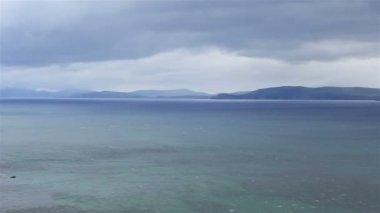 Atlantik Okyanusu boyunca güzel sahne. — Stok video