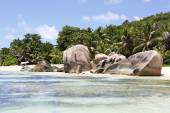 Rochers de granit belle sur la plage Anse Source Dargent — Photo