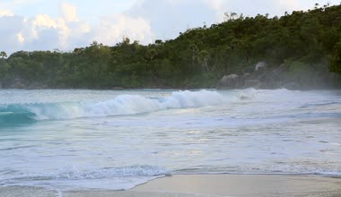 Beautiful waves at sunrise on the beach Anse Lazio. — Stock Video