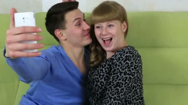 молодой гей в новом видеоролике