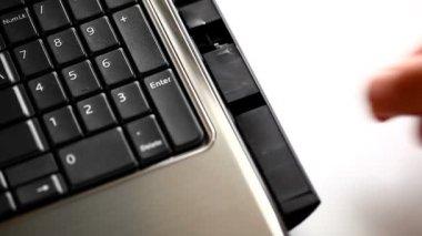 Laptop. Disk installation. — Vídeo de Stock