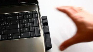 Laptop. Disk installation. — Stock Video