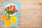 Orange juice and croissant — Stock Photo